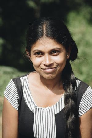 ヌワラ ・ エリヤ、スリランカ - 2015 年 1 月 25 日: スリランカのヌワラエリヤから正体不明の女性。地区ヌワラ ・ エリヤは、以上 700.000 のための人