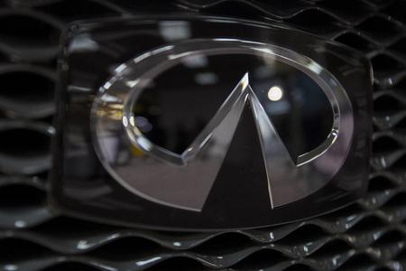 베오그라드, 세르비아 -3 월 28 일, 2017 : 베오그라드, 세르비아에서 infiniti 자동차의 세부 사항. 1989 년 설립 된 일본 자동차 회사 인 Nissan의 고급 자동차