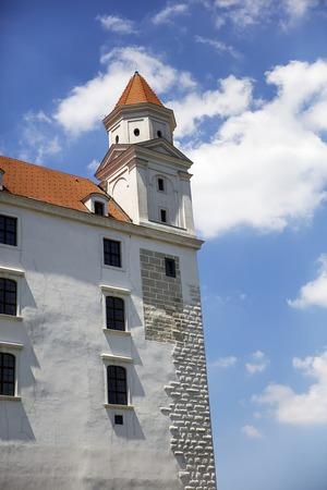 슬로바키아의 브라 티 슬라바 성에서보기 에디토리얼