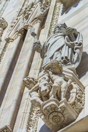 ミラノ大聖堂、イタリアの詳細ビューを閉じます