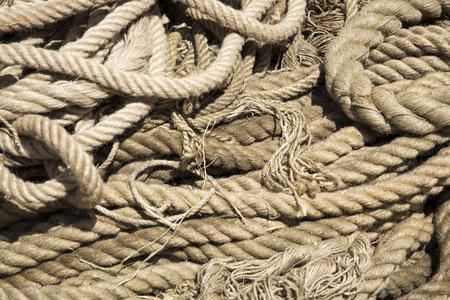 太陽に古いロープのクローズ アップの詳細