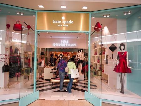 알버타, 캐나다 -2009 년 9 월 21 일 : 케이트 스페이드 저장소 앨버타, 캐나다에서의 세부 사항. Kate Spade는 1993 년에 설립 된 미국의 패션 디자인 하우스입
