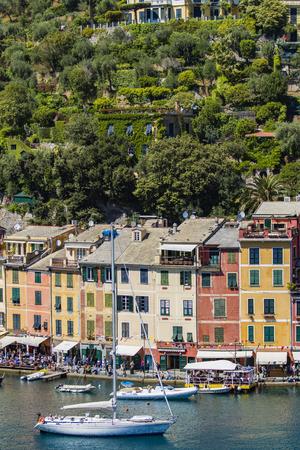 PORTOFINO, 이탈리아 -2007 년 4 월 29 일 : 미확인 된 peoplpe Portofino, 이탈리아. 포르토 피노 (Portofino)는 그림처럼 아름다운 항구로 유명한 이탈리아 어촌이자