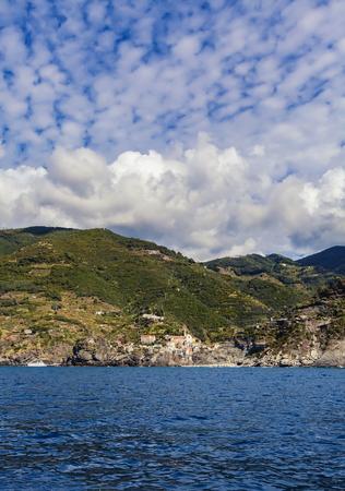 보기 마을에서 Vernazza 이탈리아에서 리구 리아 해에서 Cinque Terre에 스톡 콘텐츠
