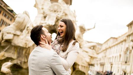 Rome, イタリアのカップルを愛する表示します。 写真素材