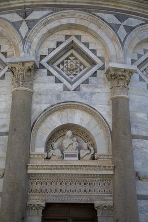 Bouchent la vue de côté à la tour de pise en toscane Banque d'images - 86253693