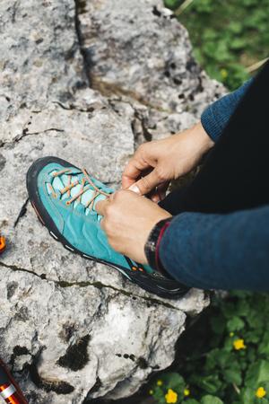 Sluit omhoog mening bij schoenband Stockfoto