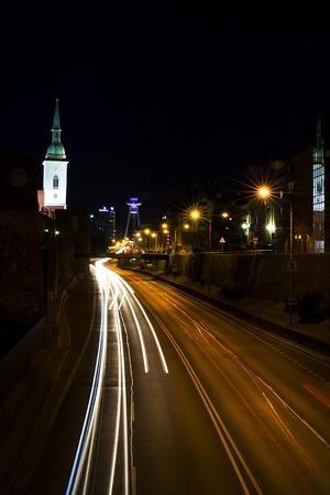 夜、スロバキアのブラチスラヴァで表示します。