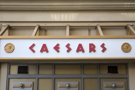 ホテル シーザーズとアトランティック ・ シティ、米国でカジノから詳細。1979 年には開かれ、今日 3400 以上のスロット マシンと 1158 ホテルの部屋
