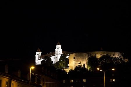 Mening in Bratislava 's nachts, Slowakije Stockfoto - 87072651