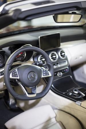 베오그라드, 세르비아 -3 월 28 일, 2017 : 인테리어 베오그라드, 세르비아에서 메르세데스 자동차. Mercedes-Benz는 1926 년에 설립 된 세계적인 자동차 제조업 에디토리얼