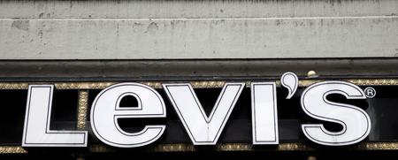 ニューヨーク、アメリカ合衆国-8 月31日、2017: ニューヨークのレヴィ・シュトラウスと株式会社ショップの詳細。レビの会社は1853年に設立され、現