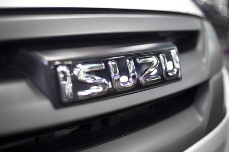 베오그라드, 세르비아 -3 월 28 일, 2017 : 베오그라드, 세르비아에서 이스즈 자동차의 세부 사항. Isuzu는 1916 년에 설립 된 일본의 상용차 제조 회사입니다 에디토리얼