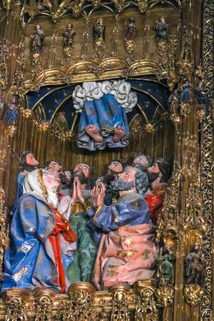 톨레도, 스페인 -2010 년 3 월 15 일 : 인테리어 톨레도 성당입니다. 그것은 많은 사람들이 스페인에서 13 세기 고딕 양식의 가장 중요한 건물로 간주됩니 에디토리얼