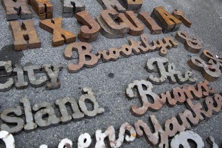 뉴욕, 미국 -UK 27, 2017 : 뉴욕에서 브루클린 벼룩 시장에서 세부 사항. 브루클린 벼룩은 뉴욕 최고의 벼룩 시장 중 하나입니다. 에디토리얼