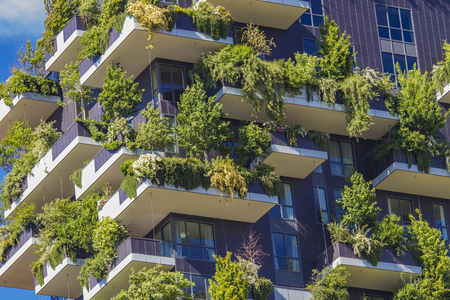 ミラノ, イタリア - 2016 年 4 月 28 日: ミラノ, イタリアのボスコ ・ Verticale の詳細です。それは、900 以上の木をホストするミラノのポルタ ・ ヌオー