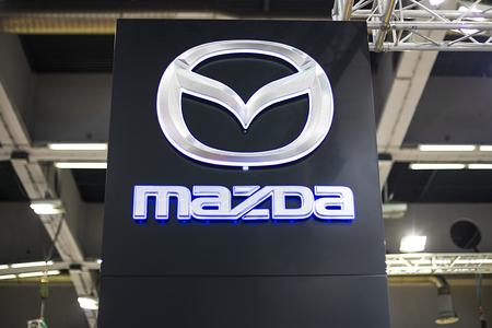베오그라드, 세르비아 -3 월 28 일, 2017 : 베오그라드, 세르비아에서 마쓰다 기호. Mazda는 1920 년에 설립 된 일본계 다국적 자동차 회사입니다.