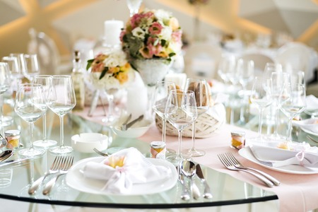 Close up view at luxurious wedding table decoration Banco de Imagens