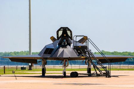 BARKSDALE, 미국 -2007 년 4 월 22 일 : Barksdale 공군 기지에서 F-117 나이트 호크 공격. 1933 년 이래,이 기지는 대중에게 연례 airshow에서 항공기를 보도록 권유하