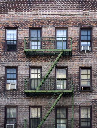 古いアパートの建物マンハッタン、ニューヨーク市、アメリカ合衆国 写真素材