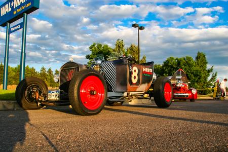 덴버, 미국 -2008 년 6 월 19 일 : 버거 킹 클래식 자동차에서 클래식 자동차 덴버에서 표시합니다. 버거 킹 클래식 카 쇼는 여름 내내 매주 목요일 밤 무료