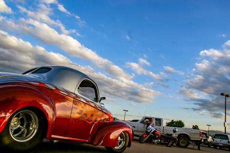 DENVER, Verenigde Staten - 19 juni 2008: Klassieke auto in Burger King Classic Car show in Denver. Burger King Classic Car-shows zijn de hele zomer lang elke donderdagavond gratis.