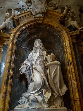 シエナ、イタリア 9月 21, 2016: イタリアのシエナ大聖堂の内部.シエナ大聖堂はメアリーの仮定に捧げられています