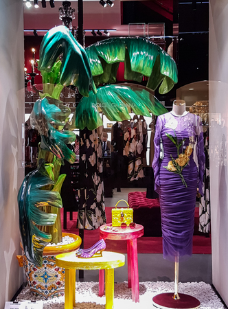 FLORENCE, ITALY - SEPTEMBER 18, 2016: Detail of Dolce and Gabbana shop in Florence, Italy.  It is an Italian luxury industry fashion house founded in 1985. 新聞圖片