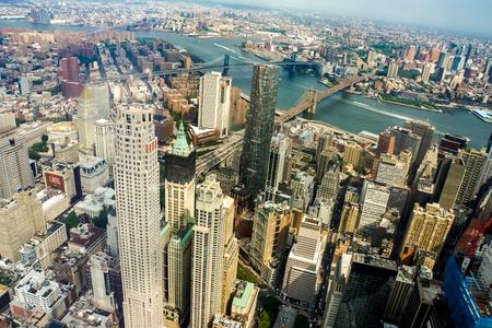 뉴욕, 미국 -2011 년 5 월 2 일 : 뉴욕, 미국에서 공중보기. 뉴욕시는 256 개의 고층 빌딩으로 세계 2 위를 차지했습니다. 에디토리얼