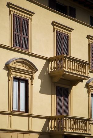 シエナ、イタリアの伝統的な家屋を見る