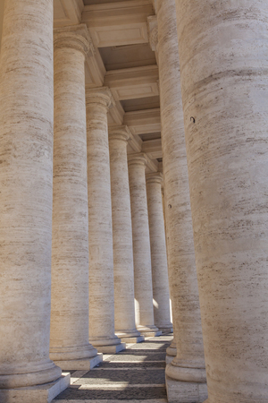 Detail from colonnade in Piazza San Pietro (St Peter's Square) in Vatican 에디토리얼