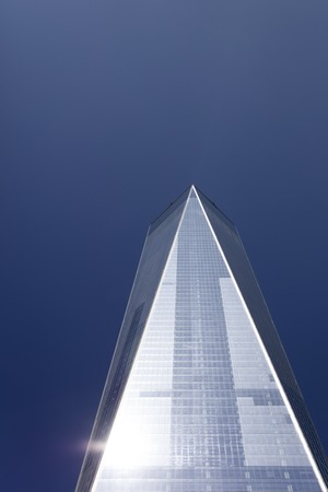 NEW YORK, USA - AUGUST 30, 2017: Detail of One World Trade Center in New York. With 541m it is tallest building in the Western Hemisphere. Banco de Imagens - 90126002