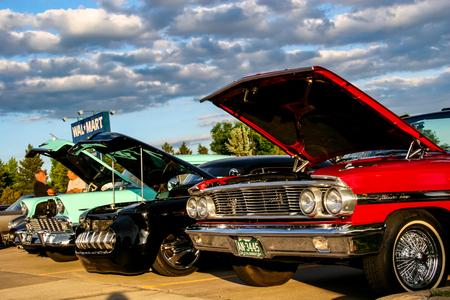 덴버, 미국 -2008 년 6 월 19 일 : 클래식 자동차에서 클래식 자동차 덴버에서 표시합니다. 클래식 카 쇼는 여름 내내 매주 목요일 밤 무료입니다.