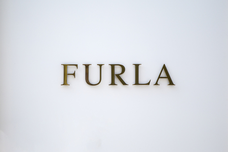 TOKYO, JAPAN - OCTOBER 2, 2016: Detail of Furla store in Tokyo, Japan. Furla is an Italian luxury company that was created by the Furlanetto family in 1927. 新聞圖片