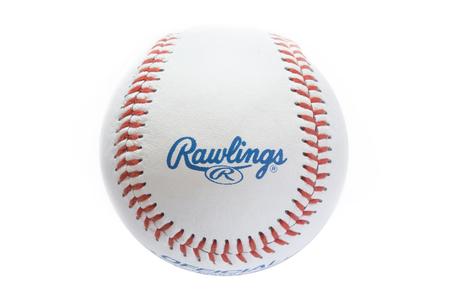 베테랑, 베테랑 -2011 년 11 월 3 일 : Rawlings 야구 공에서 근접 촬영보기. 롤링스는 1887 년에 설립 된 미국에 본사를 둔 스포츠 장비 회사입니다.