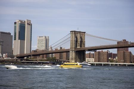 ニューヨーク、米国 - 2017年8月27日:ニューヨークのブルックリンブリッジでの眺め。1883年に開通し、米国で最も古い道路橋の一つです。