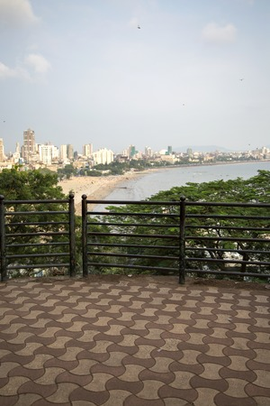View at Mumbai, India from terraced Hanging gardens Stock Photo - 93142604