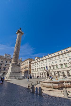 ローマ、イタリア - 9月 24, 2016: ローマのマルクス·アウレリウスの列によって正体不明の人々.これは、ローマ皇帝マルクス·アウレリウスに敬意を表