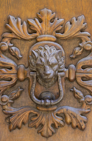 Detail of the vintage door knocker from Montalcino, Italy 스톡 콘텐츠