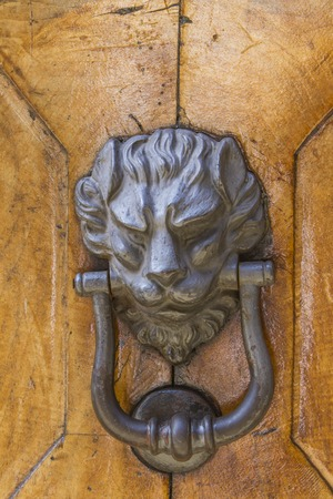 Detail of the vintage door knocker from Montalcino, Italy Stockfoto