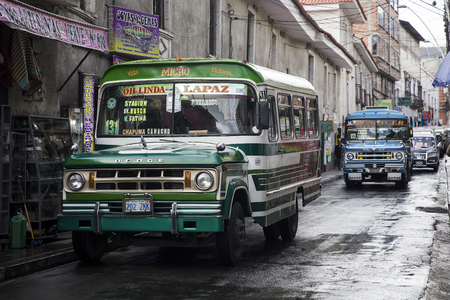 LA PAZ, BOLIVIA - JANUARY 12, 2018: Buses at street of La Paz, Bolivia. At an elevation of 3650 m La Paz is the highest capital city in the world 報道画像