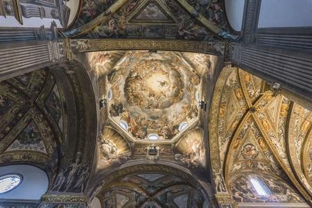 이탈리아에서 파 르 마 대성당의 파 르 마, 이탈리아 -2018 년 2 월 17 일 : 인테리어. 중요한 이탈리아 로마네스크 성당입니다. 에디토리얼