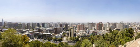 サンティアゴ、チリ - 1月17、2018:サンティアゴ、チリのパノラマビュー。5,500万人以上の市民を持つサンティアゴは、6番目に人口の多いラテンアメリ 報道画像