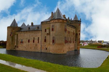 オランダのムイデン城で見る