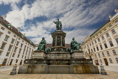 Emperor Franz I of Austria monument at Hofburg in Vienna, Austria. Imagens