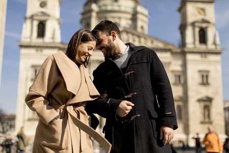 Loving couple with the St. Stephens Basilica behind them in Budapest, Hungary. 스톡 콘텐츠