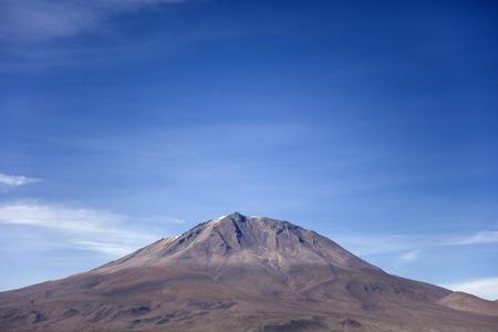 ボリビアのレゼルバ・ナシオナル・デ・ファウナ・アンディナ・エドゥアルド・アヴァロアのリカンカブル火山