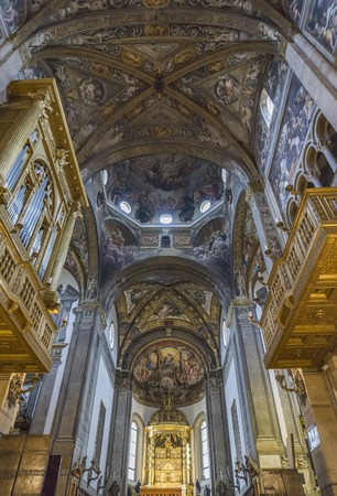 PARMA, ITALY - FEBRUARY 17, 2018: Interior of the Parma cathedral in Italy. It is an important Italian Romanesque cathedral. Редакционное