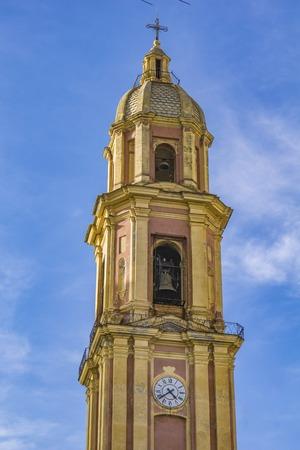 벨 타워와 라팔로, 이탈리아에서 산 Gervasio 전자 Protasio의 대성당의 돔 스톡 콘텐츠 - 98984137