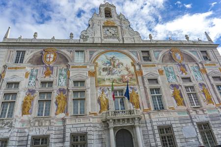 제노바, 이탈리아 -2018 년 3 월 3 일 : 제노바, 이탈리아에서 Palazzo San Giorgio. 궁전은 1260 년에 지어졌으며 19 세기 후반에 외관이 재 장식되었습니다.